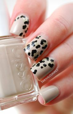 Black and white leopard nail art design. This takes a bit of a departure from the usual two colored leopard print style. Then again the addition of the silver glitter polish makes it work and look beautiful.