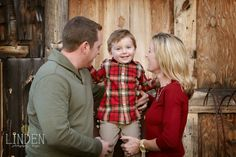 Rustic Barn Photography | Holiday Photo | Christmas Photography | Family Holiday Portrait | Linden Photography + Design
