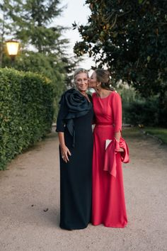 Elegant dresses for very special weddings onds). In Latino communities a qui… Fiesta Outfit, Wedding Guest Looks, Chic Fashionista, Wedding Bridesmaid Dresses, Fashion Over 50, Party Fashion, The Dress, Elegant Dresses, Mother Of The Bride