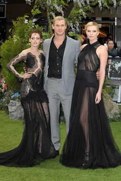 Charlize outhotting Kristen again, this time in Christian Dior