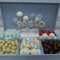 CAJA CHUCHES - MOD.1 - Chuches - FRESA Y CHOCOLATE Candy Table, Candy Buffet, Candy Bar Crafts, Bar Deco, Sweet Corner, Candy Pop, Baby Shawer, Candy Cakes, Ideas Para Fiestas