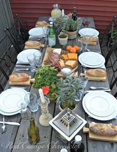 Dining alfresco means leaving the rush behind and getting together with family and friends to enjoy good food and conversation