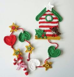 Hundreds of FREE EASY Christmas Decor, Christmas Craft, Christmas DIY Ideas in 1 website. We are sure you can find great ideas for upcoming Christmas. Crochet Bunting, Crochet Art, Crochet Home, Crochet Gifts, Crochet Patterns, Little Girl Gifts, Christmas Knitting, Crochet Christmas, Christmas Love