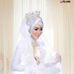 "76 Suka, 1 Komentar - Pelangi Foto Studio (@pelangi_photography) di Instagram: ""-Beauty in White- Wedding|pelangiphotography2017  MUA & Gown by @kasih_369 Presented by Pelangi…"""