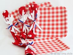 Cute picnic plates... Punch hole in paper plate and tie ribbon around napkin & utensils.  Grab and go