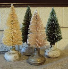 old door knobs as bottle brush tree stands. Old door knobs as bottle brush tree stands. Noel Christmas, Primitive Christmas, Rustic Christmas, Winter Christmas, All Things Christmas, Christmas Ornaments, French Country Christmas, Christmas Projects, Holiday Crafts