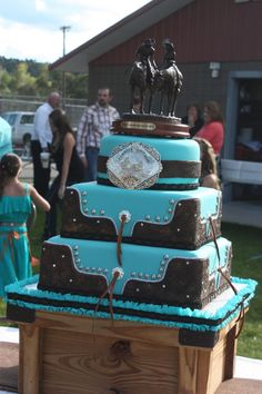 eBoot Mr and Mrs Cake Toppers Wooden Wedding Cake Topper Party Cake Decoration - Ideal Wedding Ideas Western Wedding Cakes, Western Cakes, Camo Wedding Cakes, Country Wedding Cakes, Wedding Cake Rustic, Country Weddings, Western Wedding Ideas, Wedding Favors, Cowgirl Cakes