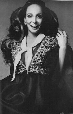 Berkley Johnson by Richard Avedon for Vogue US November 1968 Richard Avedon Photos, America Images, Vogue Us, Portrait Photographers, Evening Dresses, Art Photography, American, November, Model