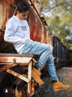 Swag Outfits Men, Casual Outfits, Timberland Outfits Men, Urban Style Outfits, Outfit Grid, Hipster Fashion, Mens Clothing Styles, Yellow Boots, Timberlands