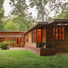 Pope-Leighey House the Frank Lloyd Wright-designed Usonian house in Alexandria Virginia Falling Water Frank Lloyd Wright, Frank Lloyd Wright Style, Country Builders, New Home Builders, Architecture Details, Modern Architecture, Sustainable Architecture, Residential Architecture, Lindal Cedar Homes