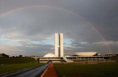 Principais Obras de Oscar Niemeyer - No Brasil e No Exterior - Congresso Nacional, em Brasília, uma das principais obras do arquiteto Oscar Niemeyer