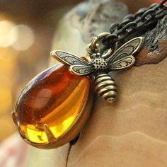 Ooooh, lovely !~!~! Honey Bee Necklace
