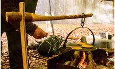 Build a Finnish Rakovalkea Gap Fire – Bushcraft Days How To…. Build a Finnish Rakovalkea Gap Fire – Bushcraft Days Bushcraft Skills, Bushcraft Camping, Free Standing Hammock, Scandinavian Candles, Animal Footprints, Archery Bows, Archery Shop, Shelter Tent, Carved Spoons