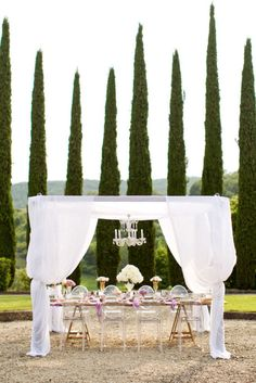 Al fresco dining, Tuscany style by georgiatnt Arco Floral, Ghost Chairs, Tuscan Wedding, Wedding Dinner, Garden Wedding, Wedding Photography Styles, Amazing Photography, Tuscan Style, Deco Table