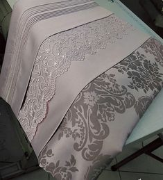 Sexy Makeup, Table Covers, Bed Sheets, Interior And Exterior, Comforters, Bed Pillows, Diy And Crafts, Living Spaces, Pillow Cases