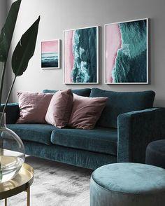 Znalezione obrazy dla zapytania teal and pink living room Pink Living Room, Living Room Color Schemes, Living Room Decor Apartment, Living Room Green, Living Room Designs, Bedroom Decor, House Interior, Room Decor, Apartment Decor