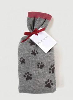 Op zoek naar een leuk sinterklaas cadeau voor je vriendin of je moeder die heel veel van dieren houden? Dit cadeau zakje bevat 2 paar leuke sokken met dieren voet afdruk.