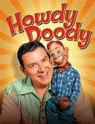 The Howdy Doody Show was on NBC from 1947 through 1960 and was the first show of the day. It was also the first television show to hit the 2000 episode mark. I loved the Howdy Doody Show! It was one of the first shows I ever watched on TV in the Photo Vintage, Vintage Tv, Vintage Items, Vintage Stuff, My Childhood Memories, Sweet Memories, Childhood Games, Howdy Doody, Old Shows