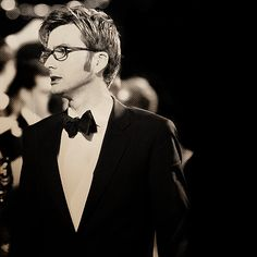 this man could wear sackcloth and still look delcious...I will, however settle for the tux