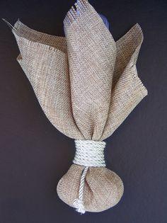 Μπομπονιέρα γάμου από λινάτσα και ασημί κορδόνι