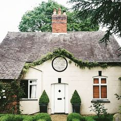 Oh England, just look at you with your charming little cottages, rambling garden roses and rumbling grey skies.