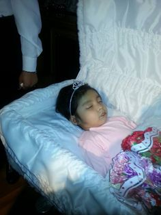 Mexico: funeral for murdere victims, mother and her two daughters
