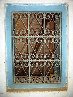 Grille fenetre ancien fer forg d coration maroc antique for Fenetre en fer forge tunisie