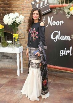 25 Fabulous Spring Dresses for Pakistani Girls Pakistani Formal Dresses, Pakistani Fashion Casual, Pakistani Dress Design, Pakistani Outfits, Indian Dresses, Indian Outfits, Indian Fashion, Pakistani Clothing, Pakistani Girl