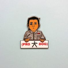 The main character of Wes Andersons new movie Isle Of Dogs. Introducing Atari, comes with a Pro Dog pin. Show the world how much you love dogs... 37mm Atari pin badge 40mm Pro Dog Rubber clutches Please note that this item comes with standard shipping through Royal Mail which does not