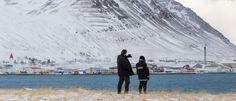 Island im Winter: Die Tage sind kurz, aus Eislöchern steigt Dampf. Die Insel schenkt einem nichts. Genau das aber ist so anziehend. Unser Autor hat das Licht gesehen.