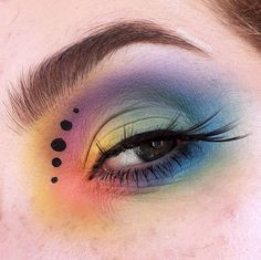 Our eyes can make an impression, and frankly can even enhance the way we look. Making our eyes pop through eye makeup can play an important role. If you've tried different eyeshadow. Goth Makeup, Skin Makeup, Makeup Inspo, Makeup Inspiration, Beauty Makeup, 50s Makeup, Crazy Makeup, Makeup Ideas, Pastel Goth Palette