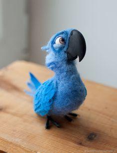 "Blu from animation film ""Rio"" - felted parrot, animal by Yulia Martynova Needle Felted Animals, Felt Animals, Cute Baby Animals, Felt Diy, Felt Crafts, Wet Felting, Needle Felting, Muñeca Diy, Felt Birds"