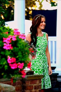 We all know that Blair Waldorf is the style icon in Gossip Girl and her style is ah-dored by many of us. Blair Waldorf, played by actress Leighton Meester, is Gossip Girl's mean girl. Gossip Girl Blair, Gossip Girls, Moda Gossip Girl, Estilo Gossip Girl, Gossip Girl Outfits, Gossip Girl Fashion, Look Fashion, Fashion Idol, Big Fashion