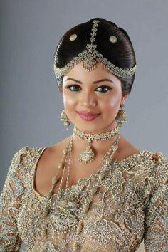 KB Beautiful Long Hair, Beautiful Saree, Beautiful Indian Actress, White Saree Wedding, Sri Lankan Bride, Indian Bridal Hairstyles, Asian Bride, Bride Makeup, Wedding Jewelry Sets
