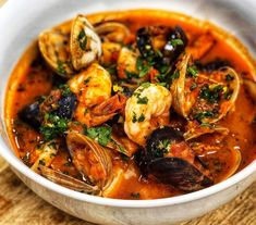 Soup season is here and what better way to warm up then with a big bowl of Seafood Stew – Cioppino. I am making this recipe super easy for you to make and enjoy. Yes…you can spend hours… Seafood Cioppino, Seafood Soup, Seafood Dinner, Fish And Seafood, Fish Recipes, Seafood Recipes, Soup Recipes, Cooking Recipes, Bouillabaisse Rezept