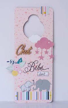Plaque de porte (1) Diy Cadeau, Diy Bebe, France, Baby Cards, Handicraft, Creations, Baby Boy, Paper Crafts, Baby Shower