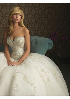 thickbox/tulle sweetheart neckline ball gown embroidered with crystal wedding dress