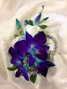 Who Wears Flowers at Wedding Orchid Wedding Theme, Wedding Cake Fresh Flowers, Prom Flowers, Wedding Themes, Wedding Decorations, Wedding Ideas, Bracelet Corsage, Wrist Corsage, Prom Corsage