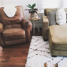 Cozy spaces are the best! Photo by @natalie_dressed featuring our Keno MRC4 shag rug! #rugsusa