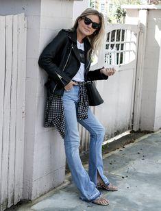look calça flare e jaqueta de couro
