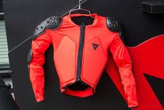 Dainese Scarabeo Body Armor Grows with Your Kid https://www.singletracks.com/blog/mtb-gear/dainese-scarabeo-body-armor-grows-kid/