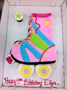 Rollerskate Cupcake Cake - 36 Cupcakes, All Buttercream Frosting. This one was fun to do for a little girl having a rollerskating party :) TFL! Cupcake Party, Party Cakes, Cupcake Cakes, Roller Skating Party, Skate Party, Birthday Celebration, Birthday Parties, 8th Birthday, Birthday Ideas