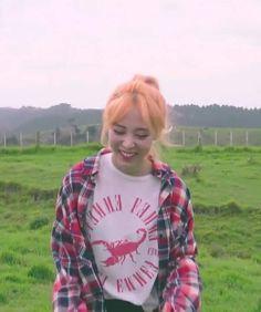 Moonbyul | Mamamoo Kpop Girl Groups, Kpop Girls, My Girl, Cool Girl, Mamamoo Moonbyul, Solar Mamamoo, Fandom, I Love My Wife, My Pocket