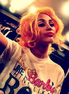 Miley Cyrus & Her Selfie Fail