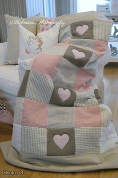 Cute patchwork quilt love the colours Quilt Baby, Colchas Quilt, Baby Quilt Patterns, Patch Quilt, Quilt Blocks, Quilting Projects, Quilting Designs, Quilt Inspiration, Patchwork Baby