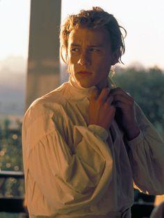 """2000 spielte Heath Ledger in Roland Emmerichs Kriegsfilm """"Der Patriot"""" und verkörperte die Rolle des ältesten Sohnes von Benjamin Martin, der von Mel Gibson gespielt wurde."""