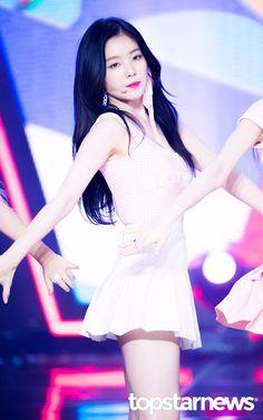 𝐢𝐫𝐞𝐧𝐞 › mbc show champion © topstarnews┊➥ Seulgi, Kpop Girl Groups, Kpop Girls, My Beauty, Asian Beauty, Beautiful Asian Girls, Beautiful People, Bae, Red Velvet Irene