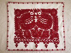 ルーマニア・カロタセグ地方のイーラーショシュという刺繍が施されたピローケース