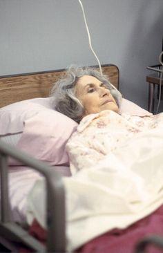 Alice Drummond as Nana ~ Friends ~ Episode Pics ~ Season Episode 8 ~ The One Where Nana Dies Twice Friends Season 1, Friends Episodes, Group Of Friends, David Crane, David Schwimmer, Best Shows Ever, Daydream