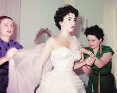 vintagegal: Elizabeth Taylor models for dressmakers, The Fontana Sisters in Rome, 1953